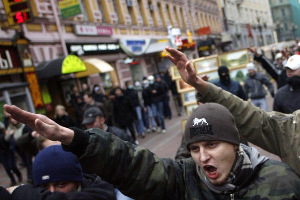 """В Москве две группировки """"с нацистской символикой"""" устроили """"войну"""" рядом с детьми - десятки задержанных"""
