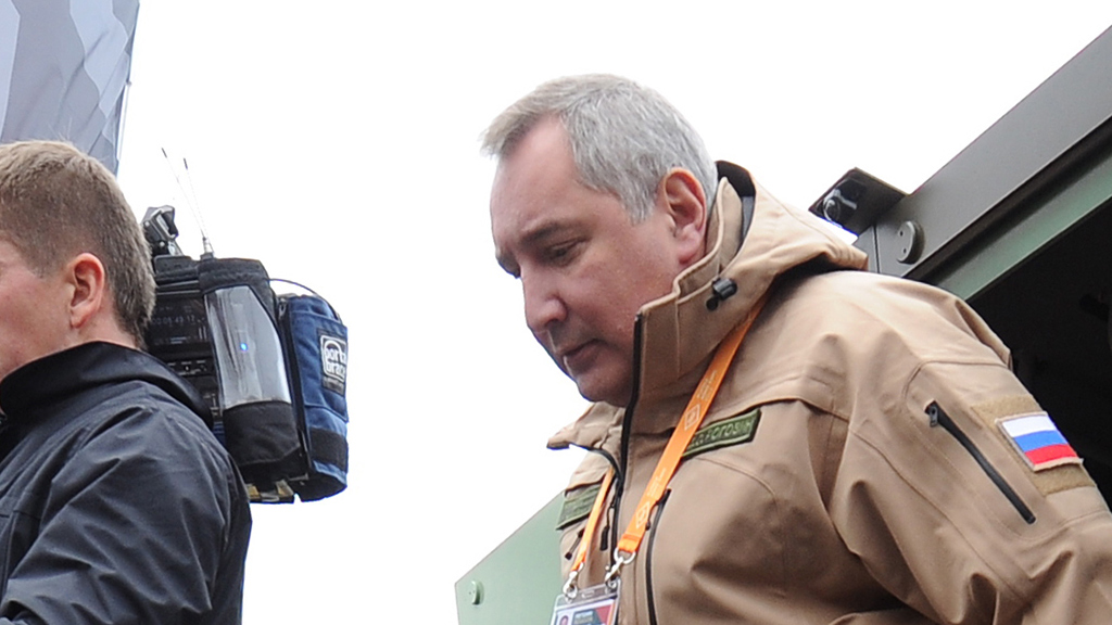 Рогозин с позором бежал с космодрома после провокационного вопроса о неудачном запуске ракеты-носителя