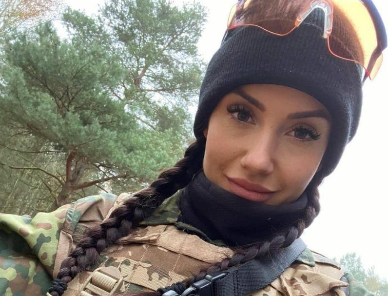 """В Сети показали фото украинок, которые служат в ВСУ на Донбассе: """"Это просто мировой феномен"""""""