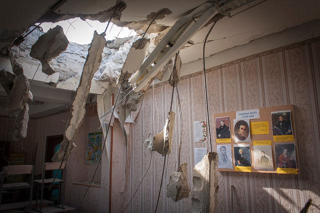 Луганск постепенно превращается в руины: город больше недели без света, воды, нет топлива и лекарств