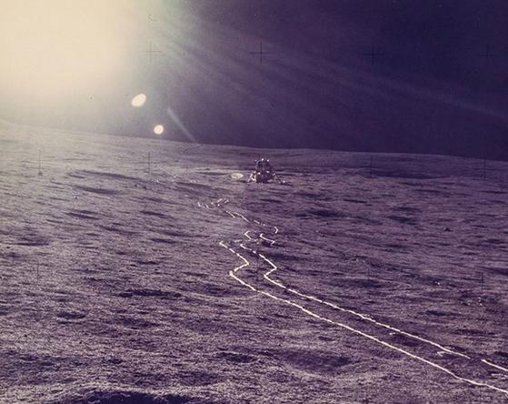 Редкие снимки NASA: первое селфи в космосе и цветное фото Земли