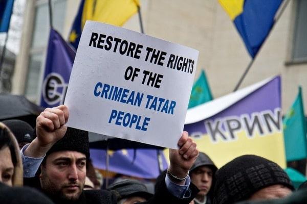 """Оккупанты из РФ продолжают репрессии крымских татар за их проукраинскую позицию: теперь они проводят  """"перепись"""" населения"""