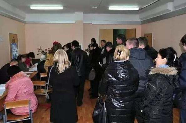 Официально. Крымские власти запретили продлевать миграционную карту беженцам из Донбасса
