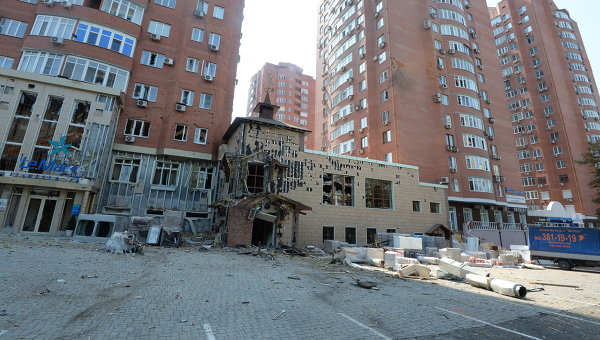 Донецк, снаряды, обстрел, дома, магазин, ДонЖД