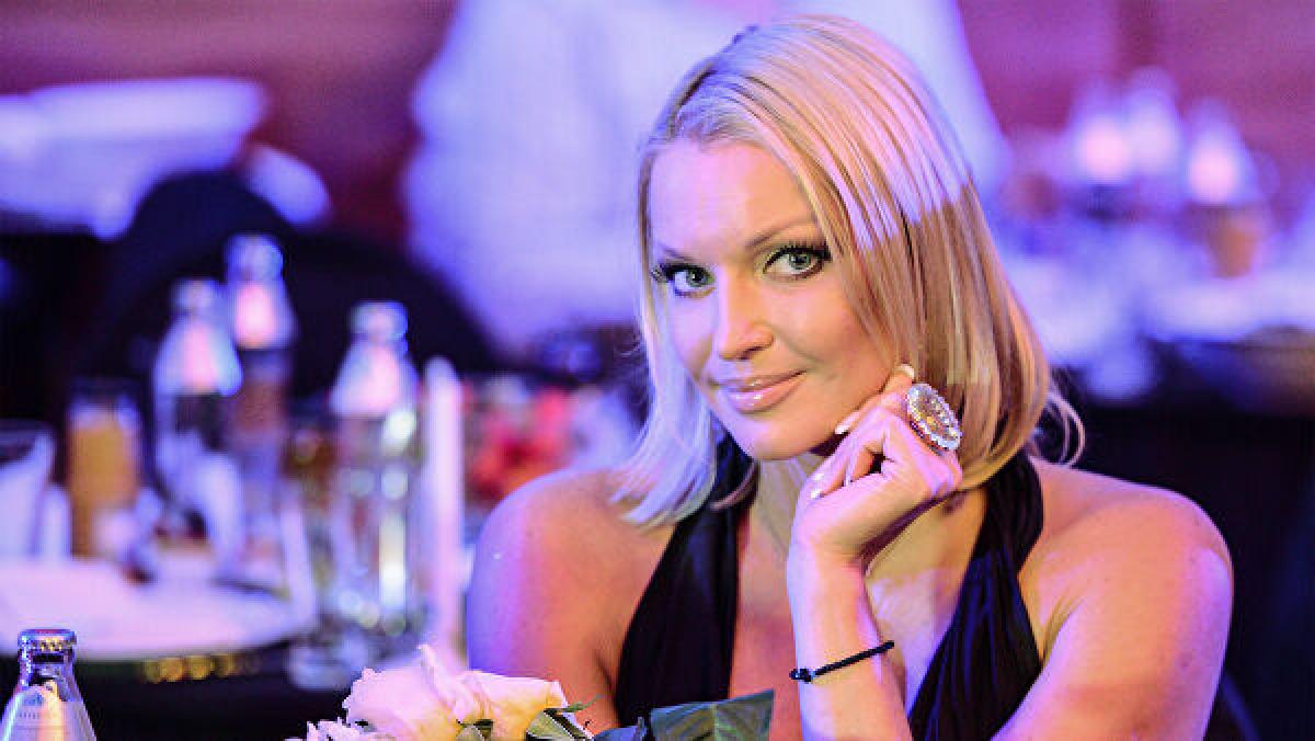 """""""С ним любые вечера прекрасны"""", - Волочкова показала пикантный кадр с мужчиной, за которого выходит замуж"""