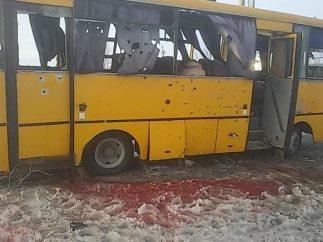 Трассу Мариуполь-Донецк перекрыли из-за обстрела автобуса