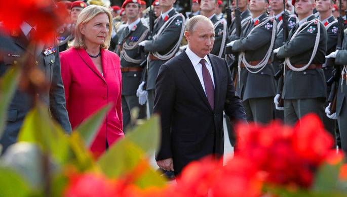 """""""Не позорь страну"""", - главе австрийского МИД предложили подать в отставку из-за приглашения Путина на свою свадьбу"""