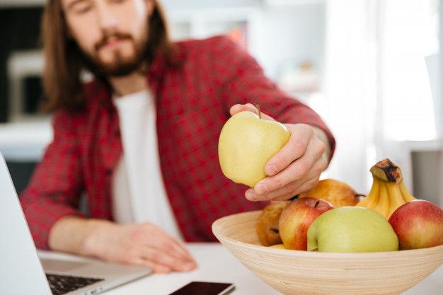 """Терапевт рассказала, какие фрукты таят в себе опасность для человека: """"Это важно знать!"""""""