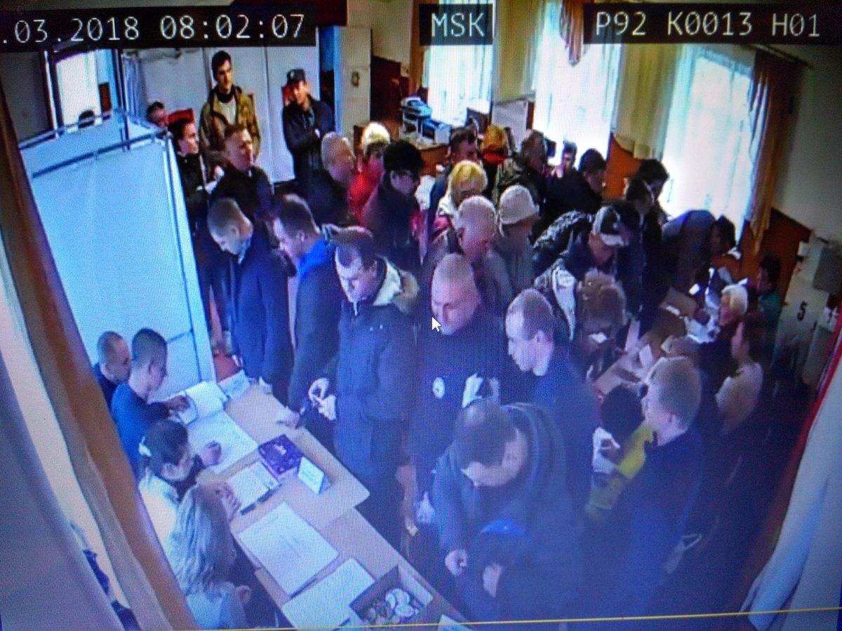 """Очень много военных: в Сети появились кадры, как проходят фейковые """"выборы"""" Путина в оккупированном Крыму - подробности"""
