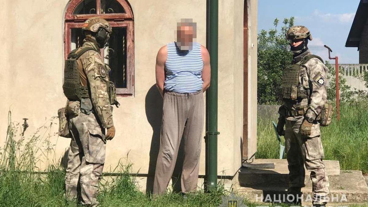 Во Львове полиция задержала священника из-за торговли оружием