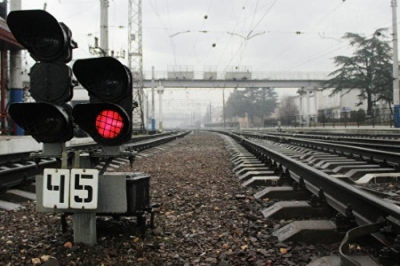 В России недалеко от Санкт-Петербурга перевернулся поезд с сотнями пассажиров