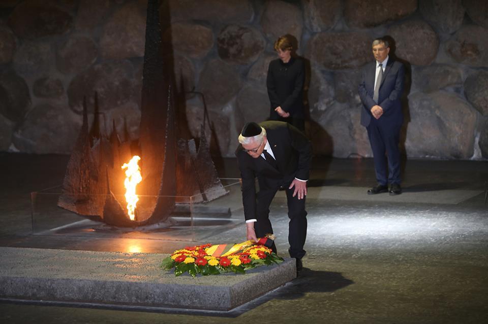 Посмотрите на президента Германии Штайнмайера! Это – настоящее покаяние! Будущий лидер России должен стать на колени перед Украиной и просить прощения, - Андрей Капустин