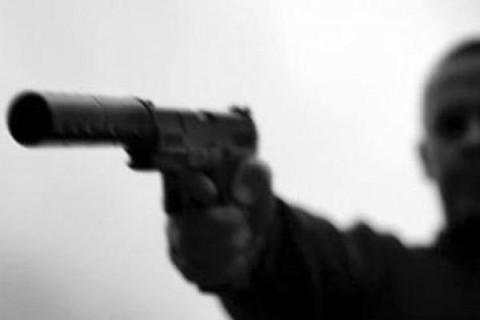 Жуткое убийство: в Торезе среди бела дня горловчанин застрелил отца и его малолетнего сына
