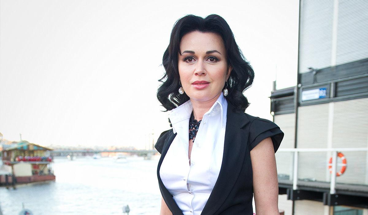 Бизнес Анастасии Заворотнюк в Крыму загнал семью актрисы в долговую яму