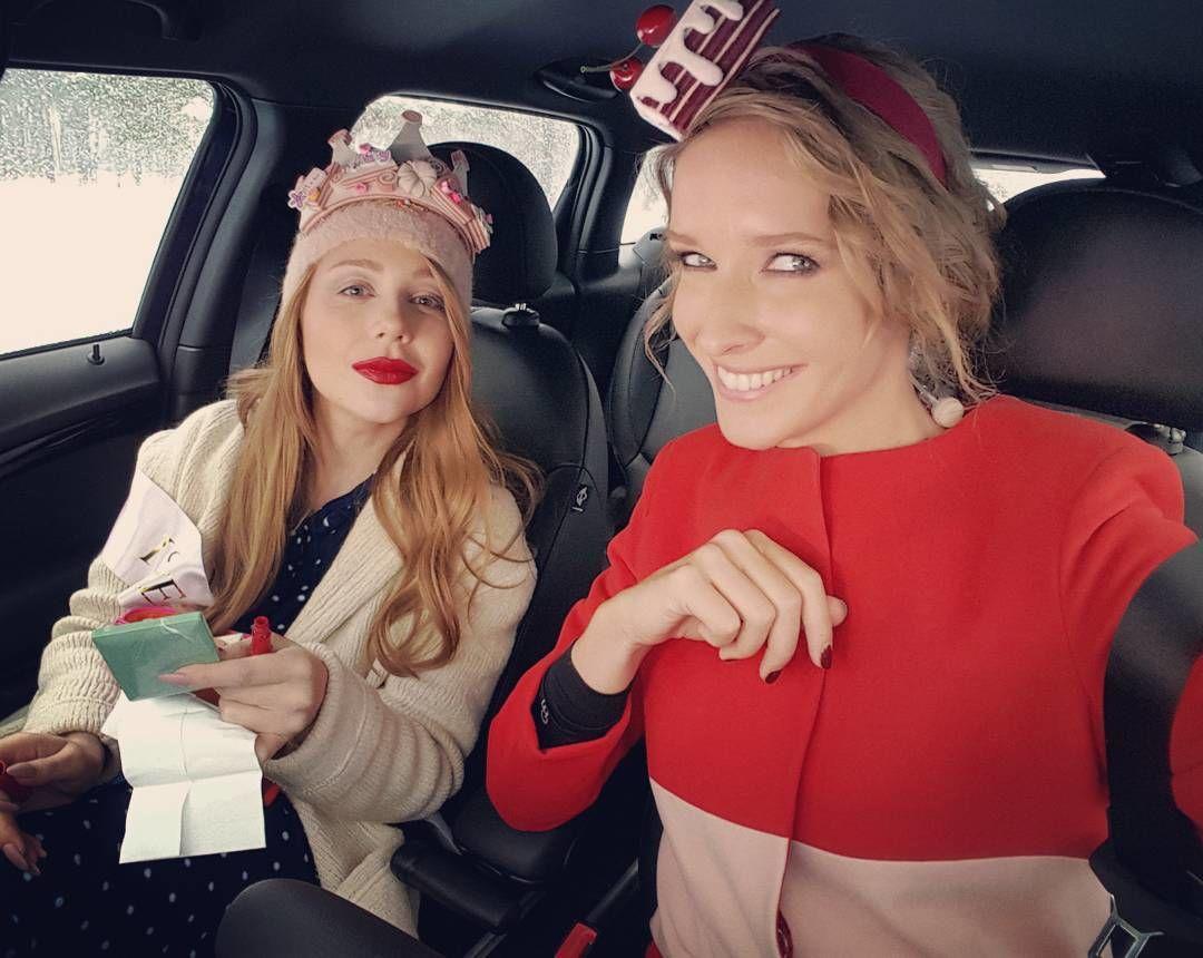 """""""Девчата, это вообще кто"""", - никто не узнал Тину Кароль и Катю Осадчую на парковке без макияжа"""