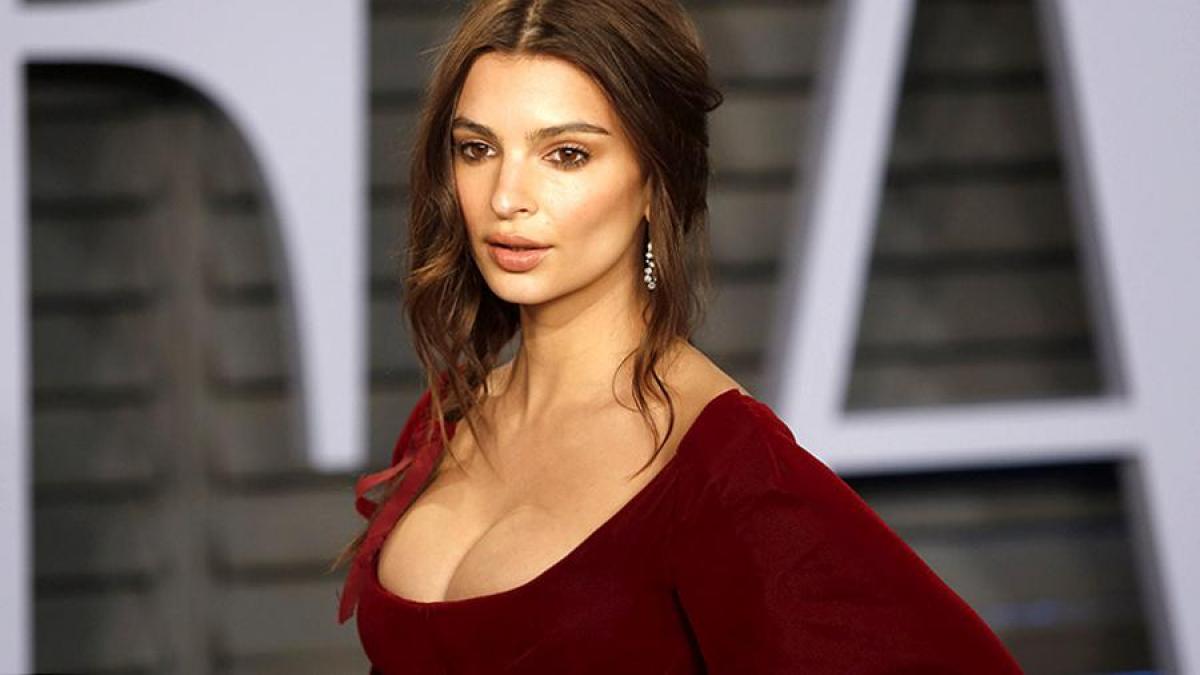 Модель Эмили Ратаковски обвинила фотографа в надругательстве