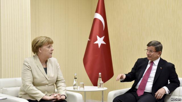 Меркель и Туск прибыли к сирийской границе: политики проинспектируют лагеря для беженцев