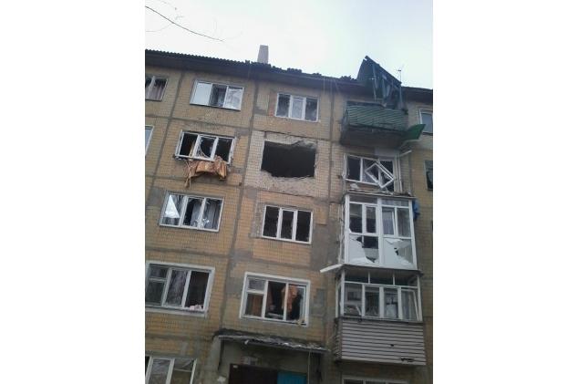 МВД: В Авдеевке из-за обстрелов повреждены два детских сада и школа