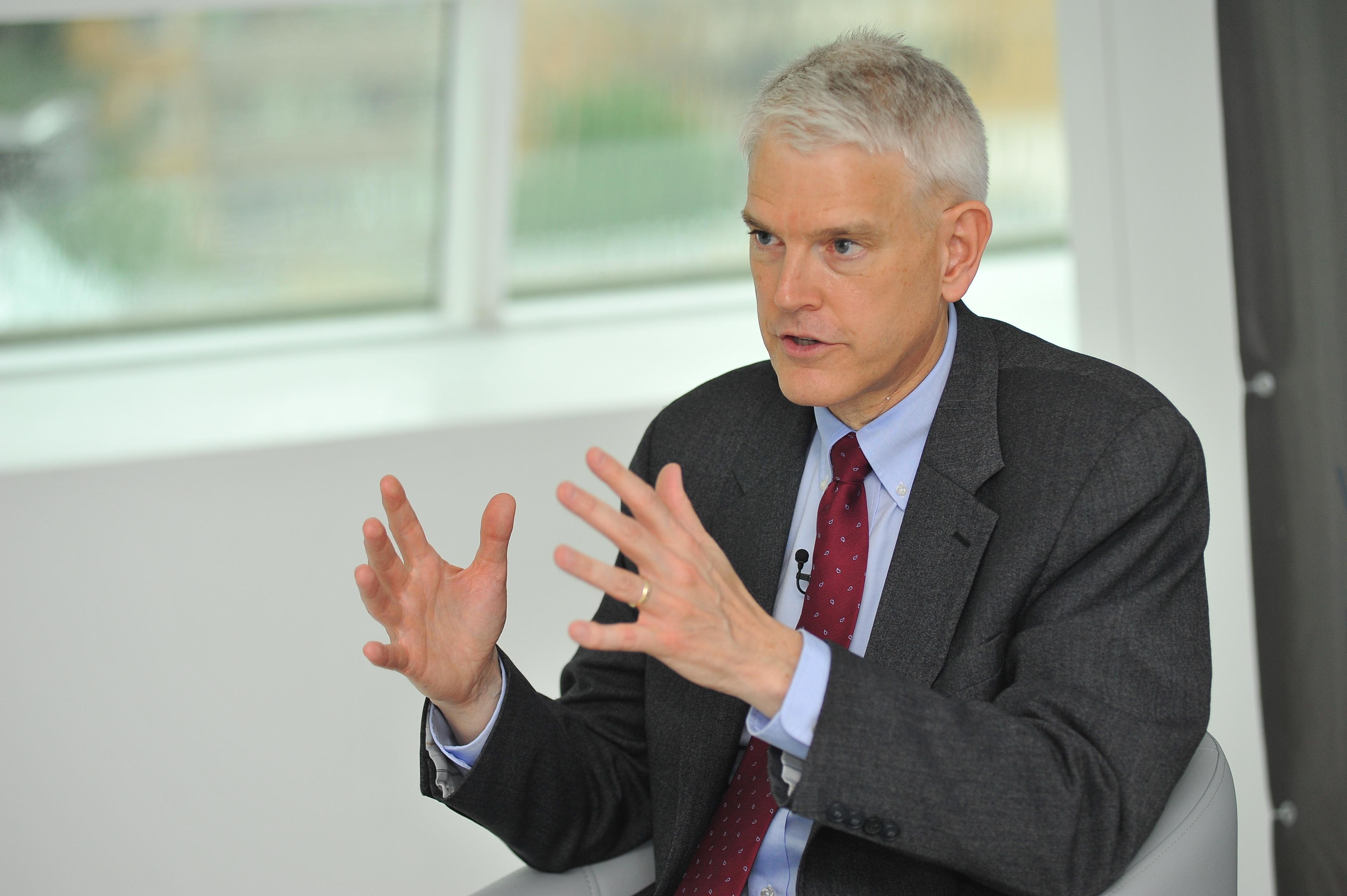 Новый Кабмин должен угодить Западу - бывший посол США в Украине