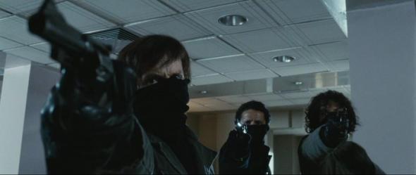 В Николаеве бандиты в масках со стрельбой грабили магазин секонд-хенда - видео