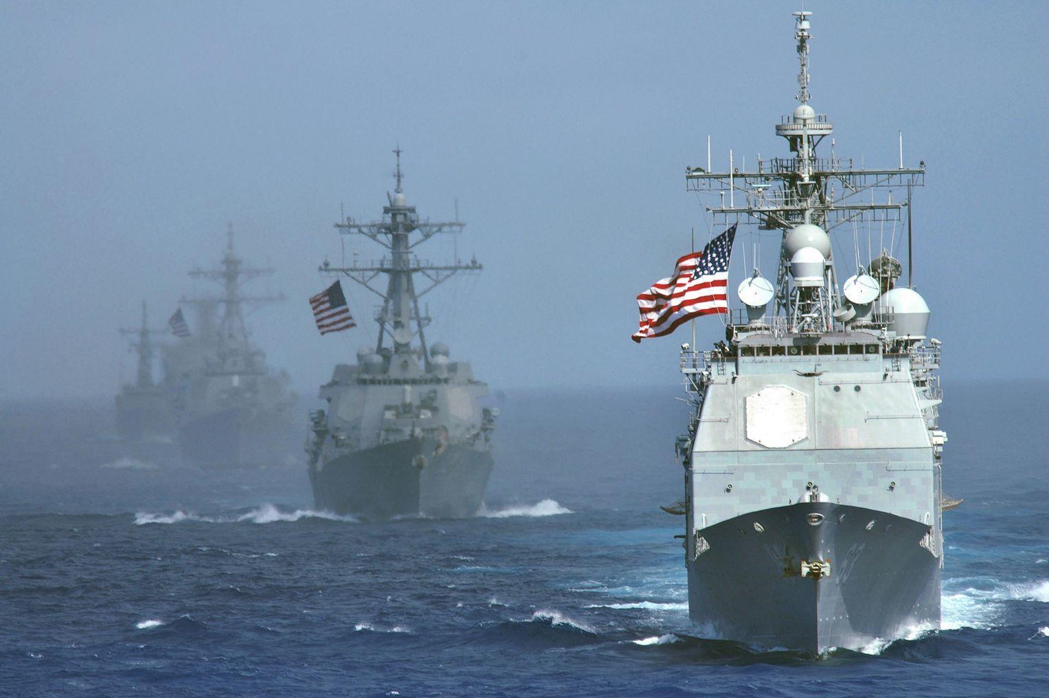 """В районе """"Северного потока-2"""" появились военные корабли и подводная лодка: Россия бьет тревогу, возможно повреждение газопровода"""