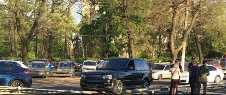 Range Rover vs отбойник: ДТП с участием мажоров в Одессе