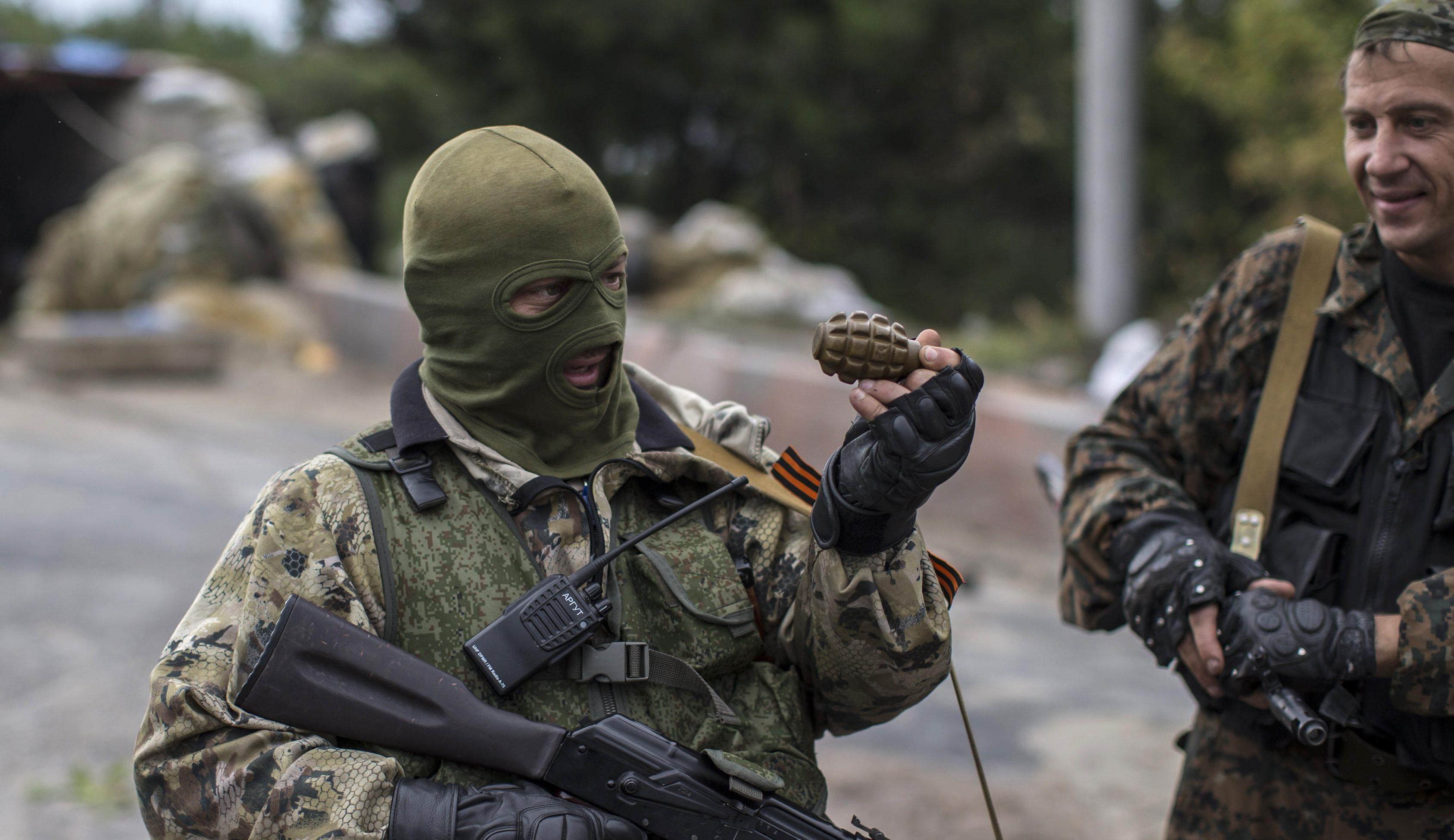 """Сепаратисты """"ЛНР"""" нагло закладывали противотанковые мины на блокпосту вблизи Первомайска на глазах у наблюдателей ОБСЕ"""