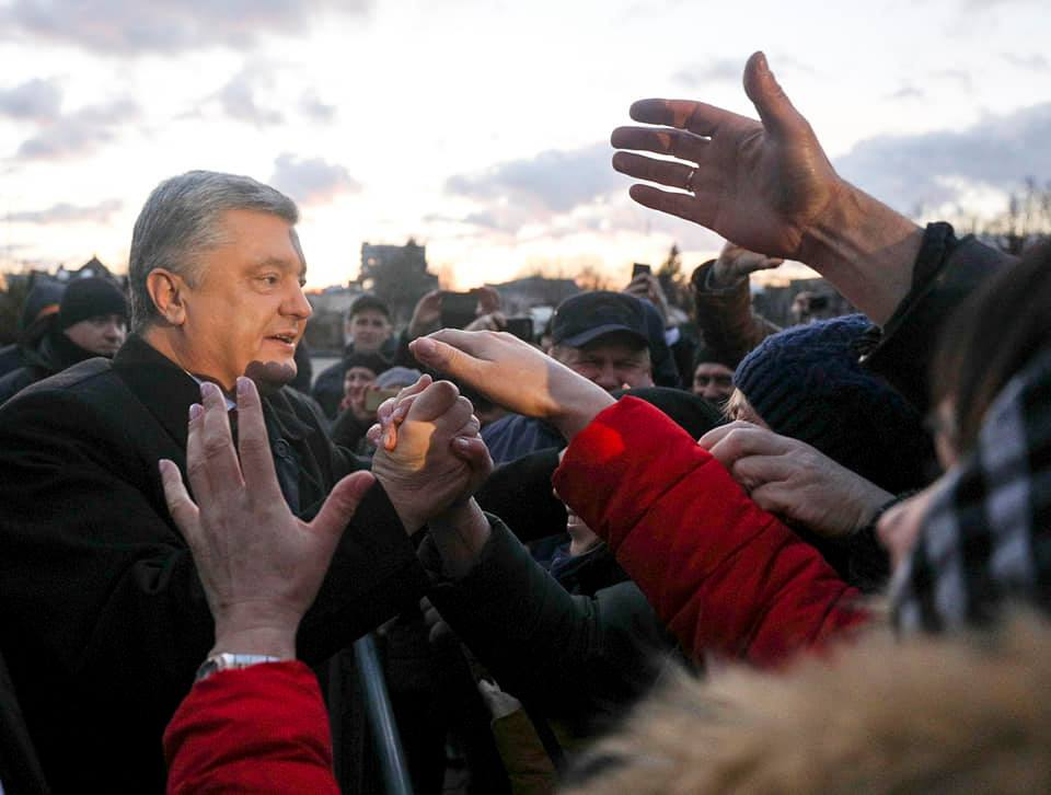 """Луганчанка потрясла признанием о Порошенко: """"Вытащил Украину и не сдался, он будет бороться за нас до конца"""""""