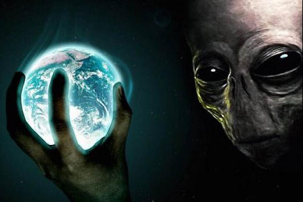 """Нибиру """"идет войной"""" на человечество: резонансные кадры базы пришельцев на Луне, Земля на пороге апокалипсиса - фото"""