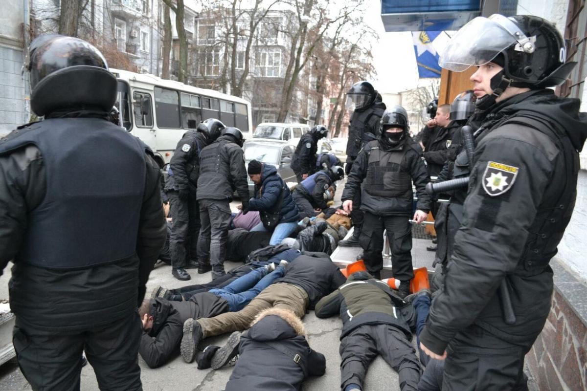"""Луценко вручит подозрение полицейскому, который закричал """"Ложись, Бандера"""" активисту"""