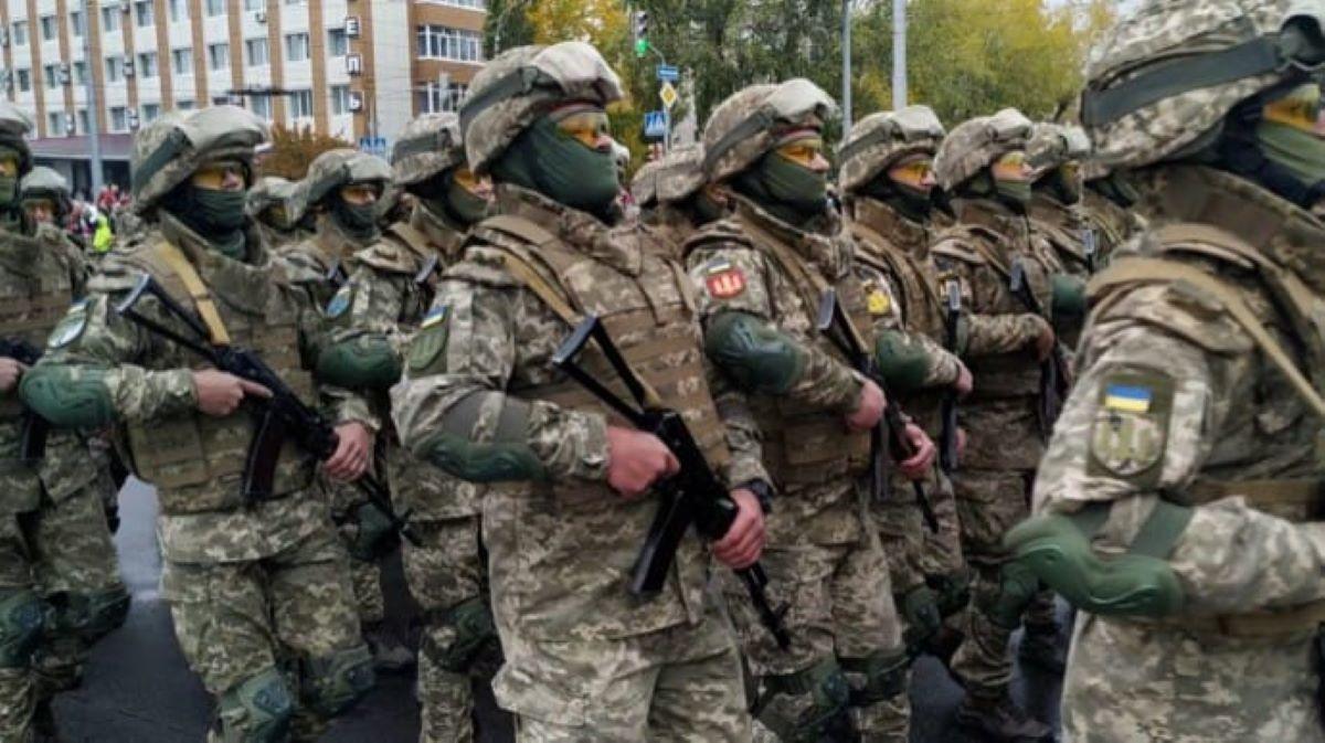 Впервые в независимой Украине на Луганщине прошел военный парад: исторические кадры и реакция жителей
