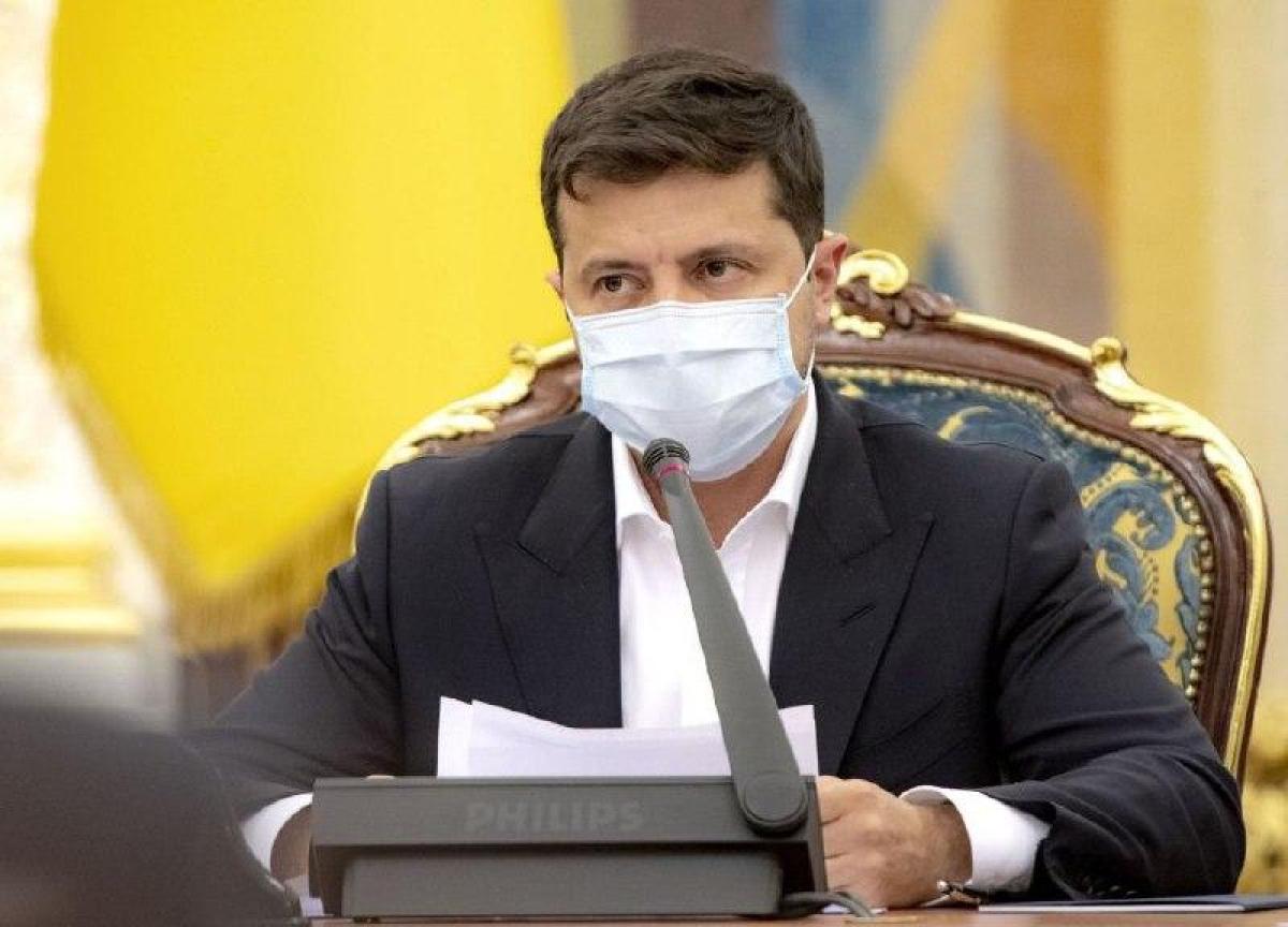 """Зеленский отдал срочный приказ после скандального решения КС: """"Подрыв нацбезопасности"""""""