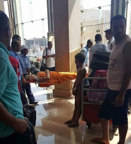 Резал всех без разбора, было очень много крови: очевидцы поделились жуткими деталями нападения на туристов в Египте - кадры