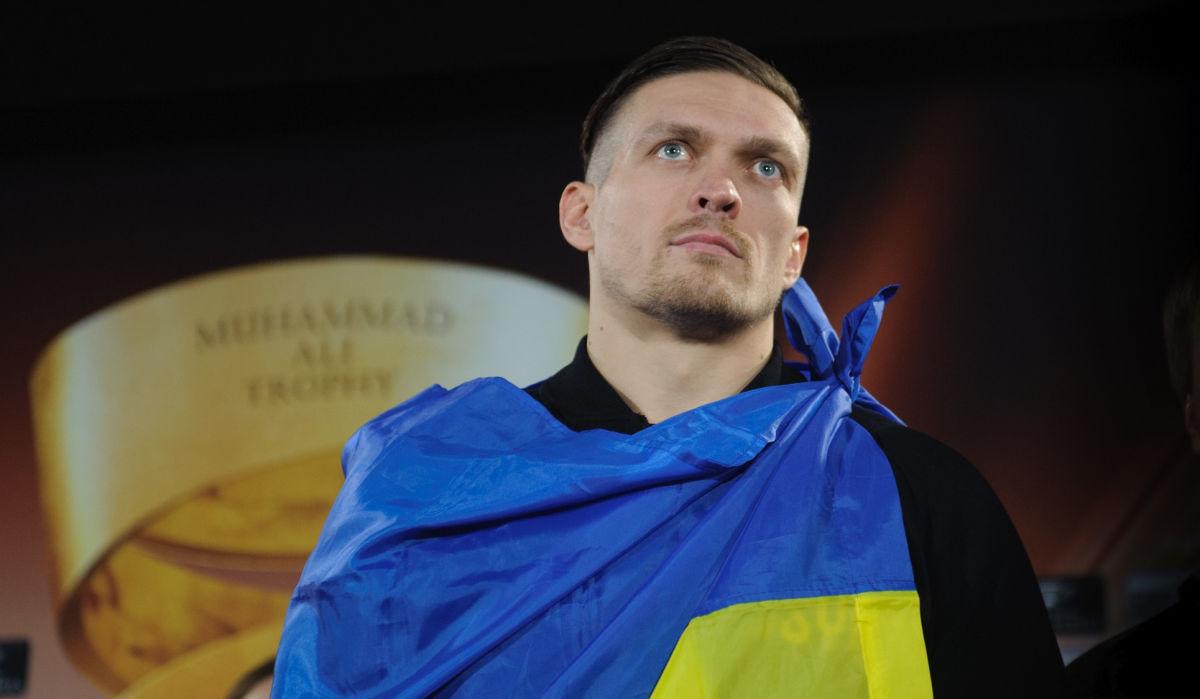 Усик эмоционально поздравил Украину с 30-летием Независимости своим стихотворением
