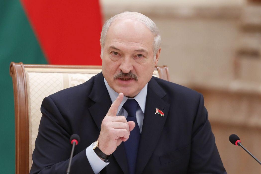"""Лукашенко лишил званий 80 """"восставших"""" против него военных и силовиков"""