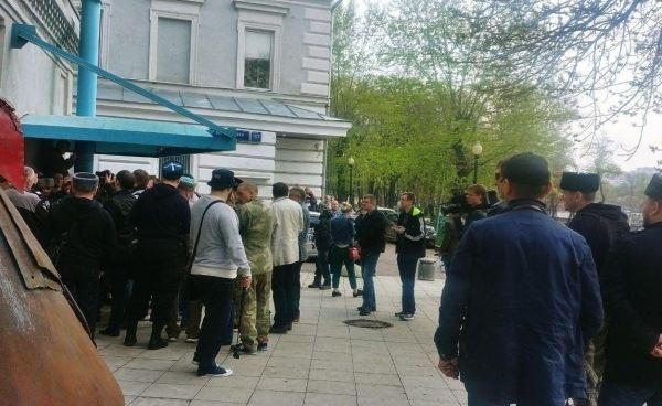 """СМИ: Сепаратисты """"ДНР/ЛНР"""" и казаки напали на Сахаровский центр в Москве – что произошло. Кадры"""