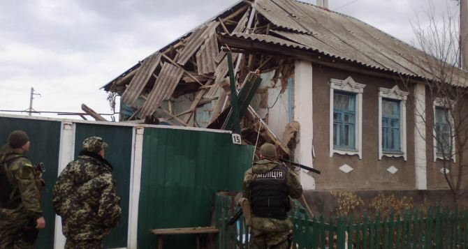 В Луганской области обострение ситуации: боевики обстреливают даже строительную технику