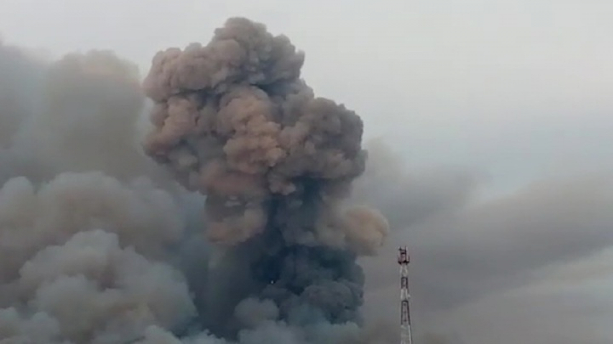 Взрыв склада боеприпасов под Рязанью: осколки разлетаются на 20 км, число раненых растет