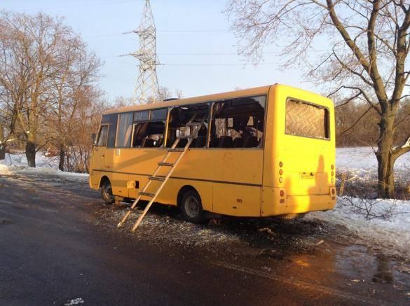 Одна пострадавшая при обстреле автобуса под Волновахой скончалась, - Донецкая ОГА