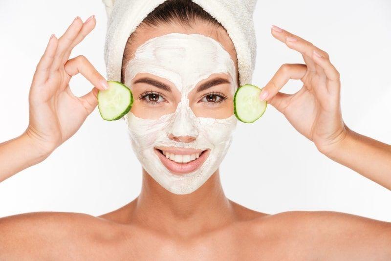 Как быстро освежить кожу: экспресс-маски для лица из того, что есть под рукой