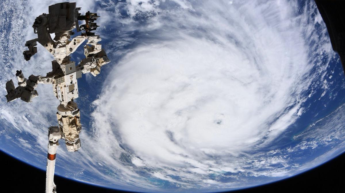 """Снимки урагана """"Ида"""" показали из космоса: обесточил Новый Орлеан и развернул течение Миссисипи"""