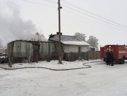 На пожаре в Новосибирской области заживо сгорели пятеро детей: первые подробности о трагедии, - кадры
