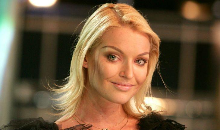 """""""Голос от Бога"""": Волочкова показала, как готовится стать певицей и репетирует свой первый хит"""