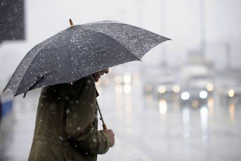 """Холодный циклон """"Грегор"""" вот-вот накроет Украину: синоптики предупреждают о грозах в выходные"""