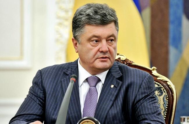 """""""Если мы отменим АТО, оставим Украину беззащитной"""", - Петр Порошенко отреагировал на вчерашнее заявление секретаря СНБО Александра Турчинова"""