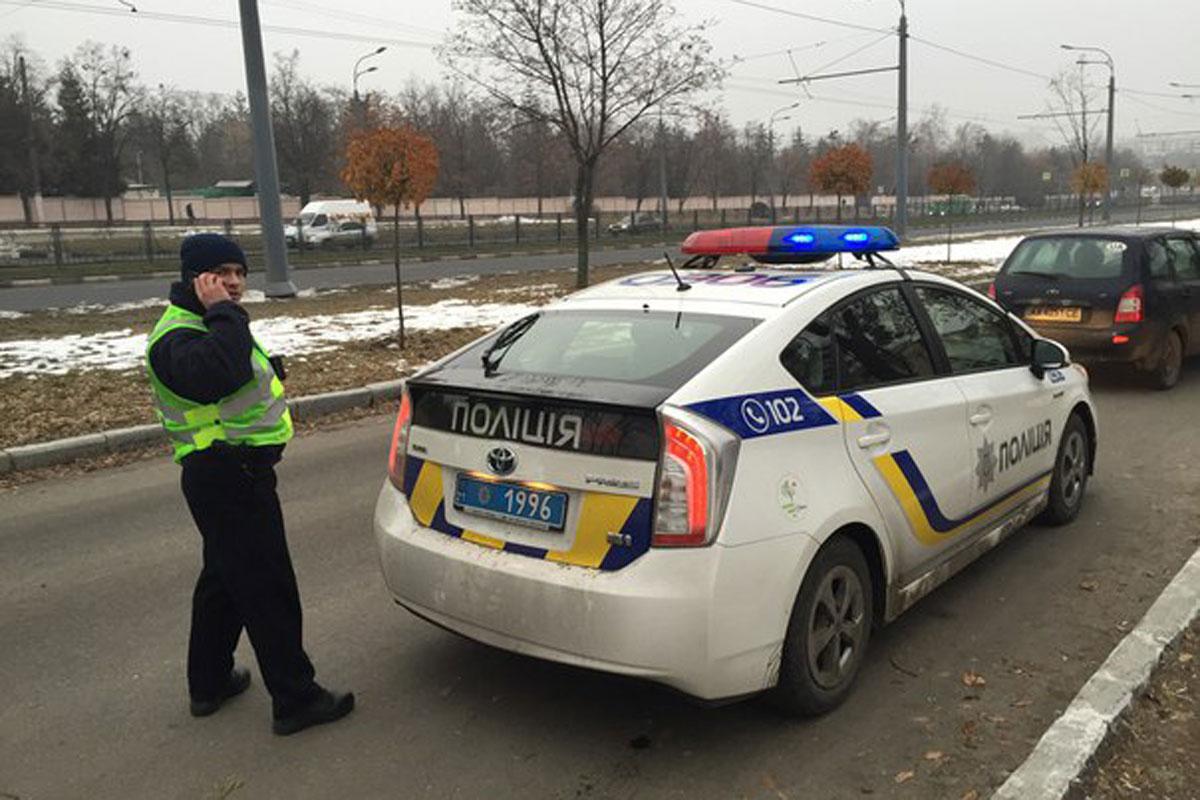 В Киеве командир полиции обокрал мужчину, попавшего в ДТП