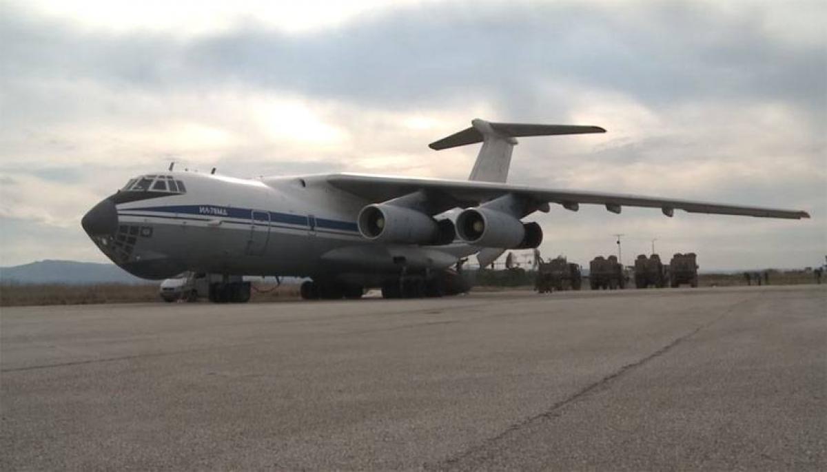 Массовая переброска российских ВКС в Сирию: сразу 8 самолетов замечено на базе Хмеймим