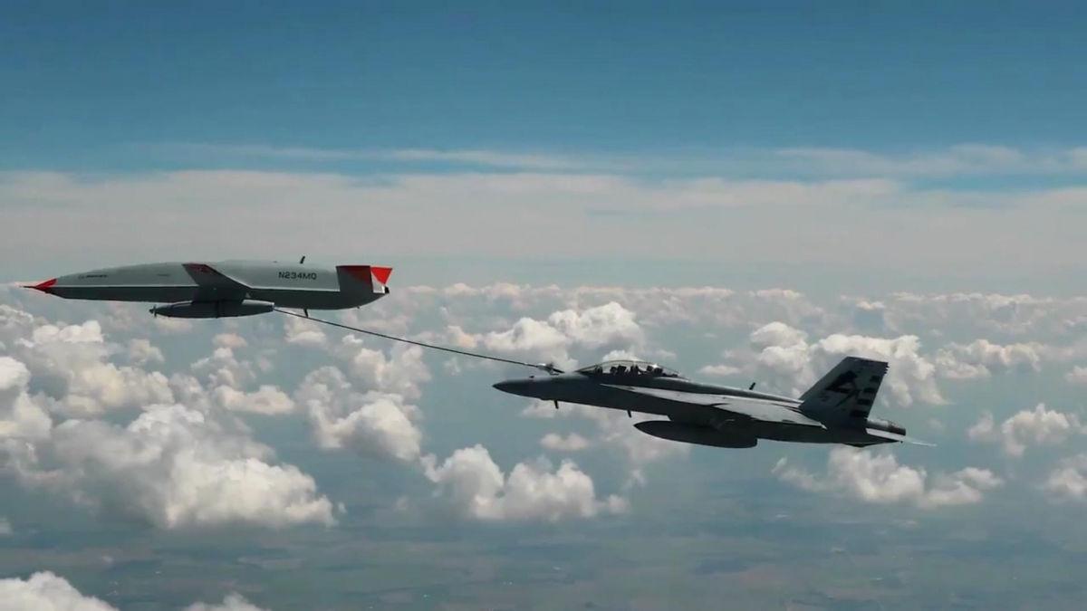 Впервые в истории авиации: БПЛА США MQ-25 Stingray дозаправил самолет в воздухе