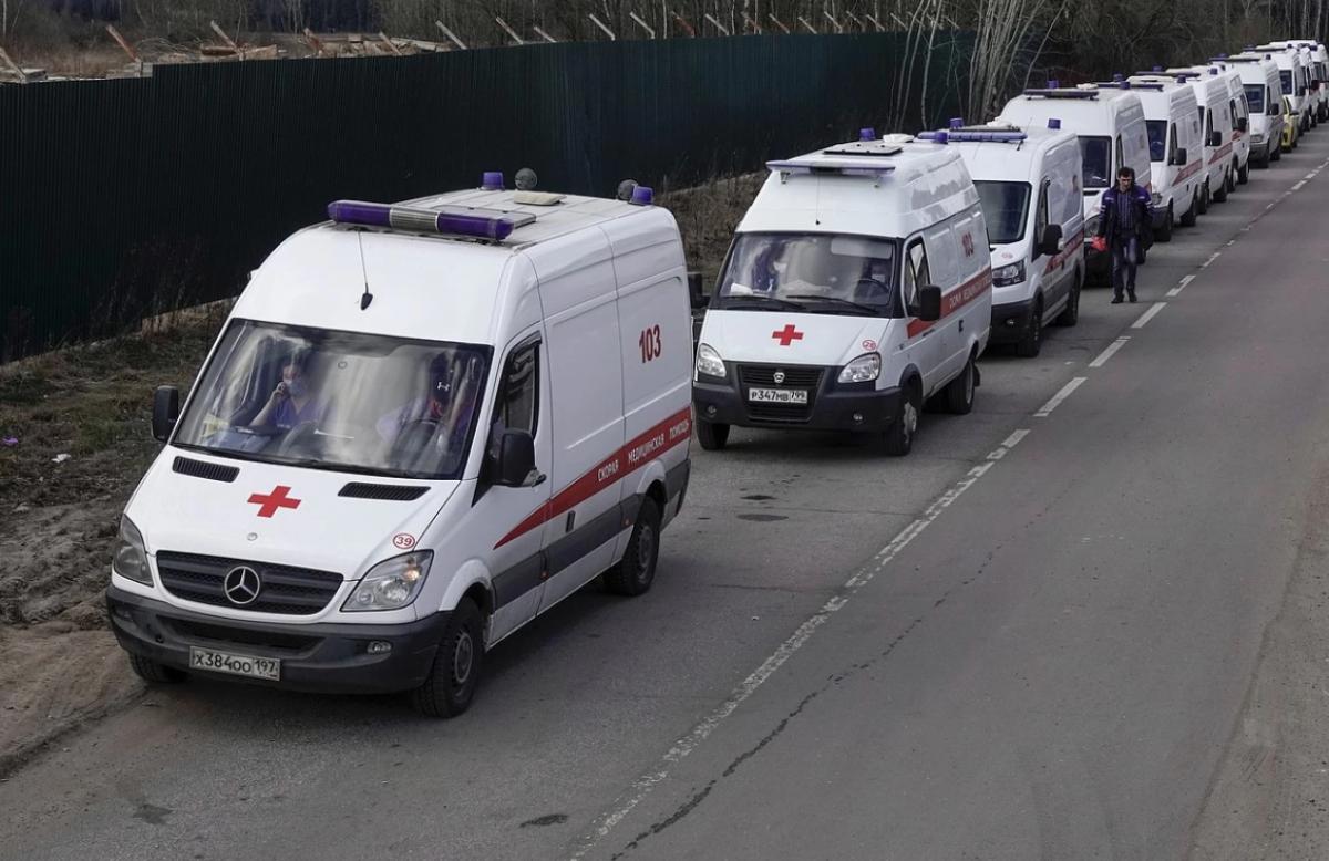 У московских больниц большие очереди из скорых, доставляющих больных с подозрением на коронавирус