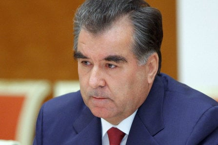 Русские фамилии в Таджикистане не запрещены, а ограничение на окончания носит рекомендательный характер